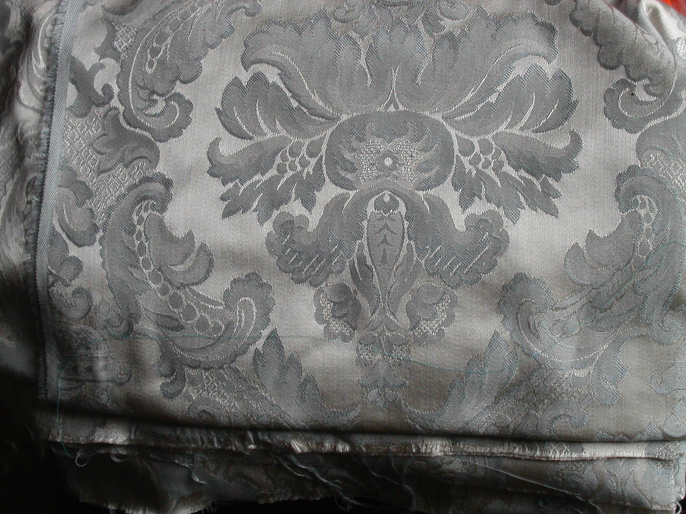 tissu damas argent et ble gris clair mes collections. Black Bedroom Furniture Sets. Home Design Ideas