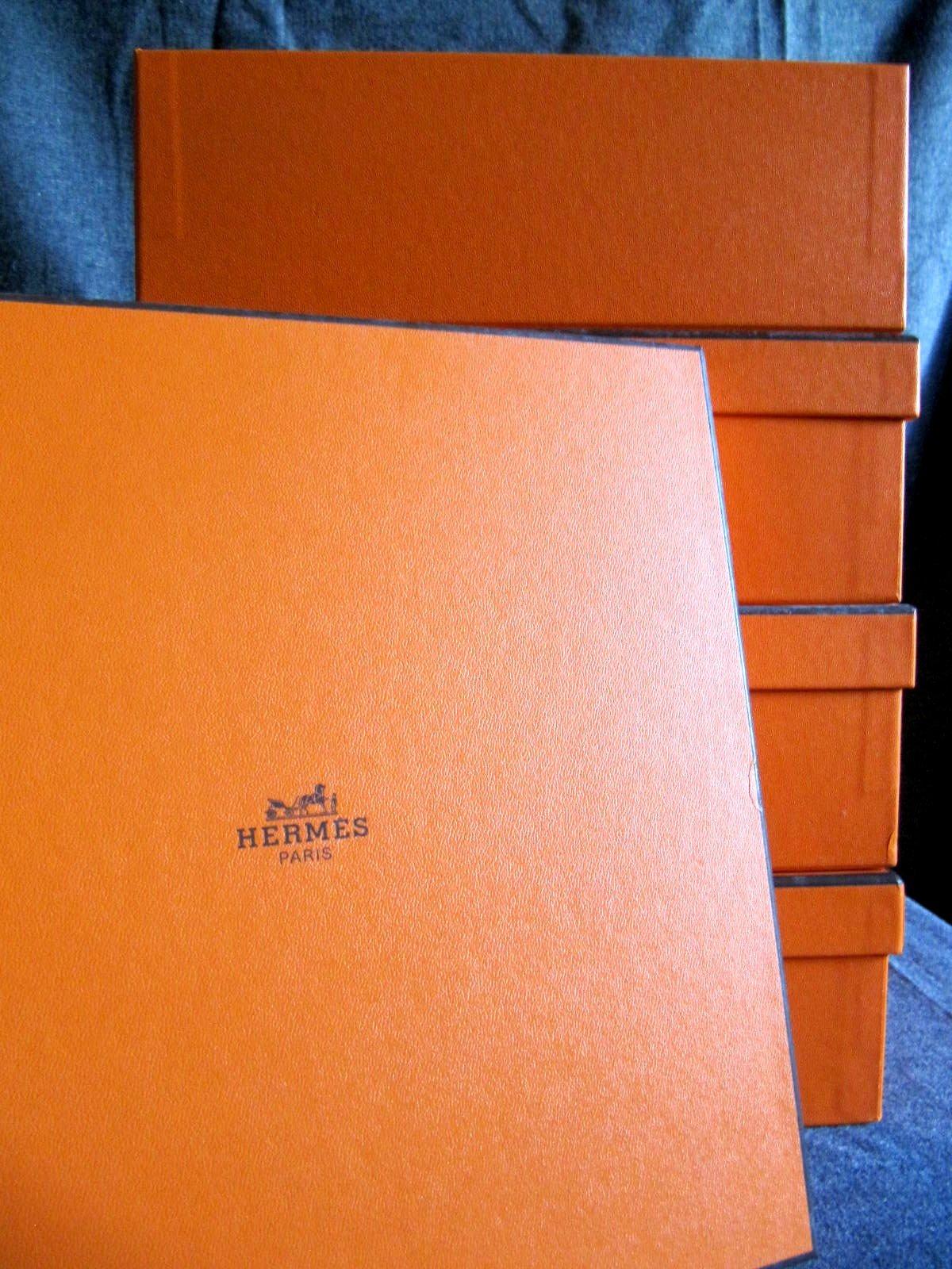 vendu lot de 4 bo tes herm s carr es identiques mes collections ordo ab chao. Black Bedroom Furniture Sets. Home Design Ideas