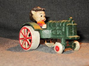 VENDU jouet petite voiture conduite par un petit cochon dans 00. OBJETS VENDUS IMG_2402-300x225