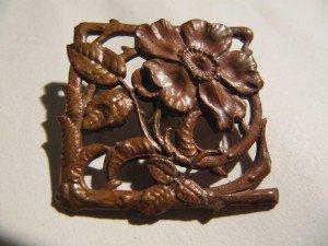 VENDUE broche en cuivre fleur d'églantier dans 00. OBJETS VENDUS IMG_2410-300x225